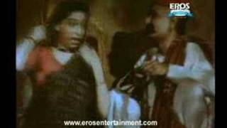 Nargis getting emotional - Mother India