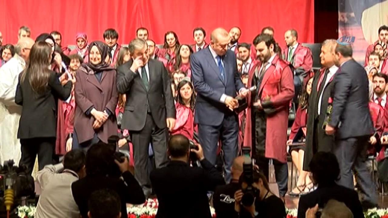 Erdoğan ve Gül Sahnedeyken Öyle Bir Şey Çaldı Ki...