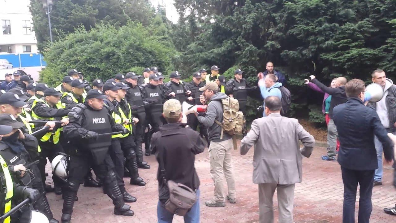 Policja używa gazu - Rząd do dymisji 15.06.2014