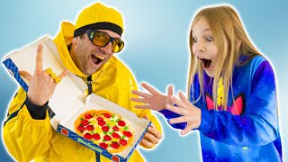 Amelia and Avelina play with gummy food - dad dresses up funny