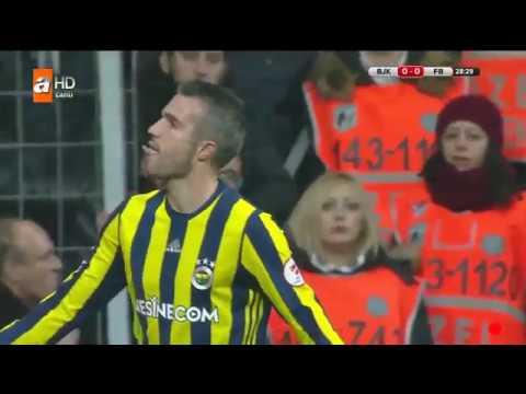 Robin van Persie Beşiktaş taraftarlarına dil çıkarıyor