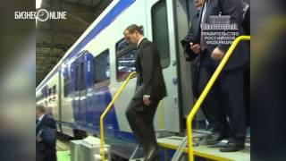 Дмитрий Медведев осмотрел цеха Тверского вагоностроительного завода