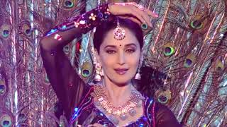 MADHURI DIXIT AND KAREENA KAPOOR PERFORMANCE   THE MOST AWAITED DANCE OF THE SHOW