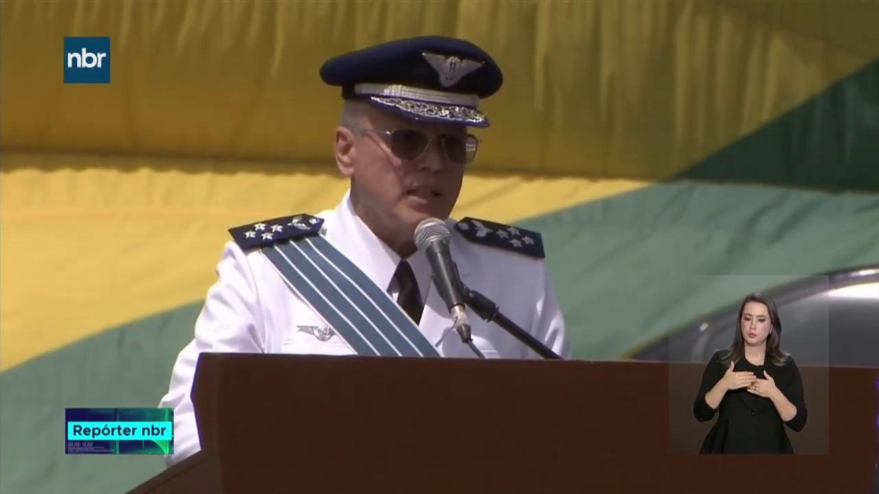 O Presidente Jair Bolsonaro participou da passagem de Comando da Aeronáutica