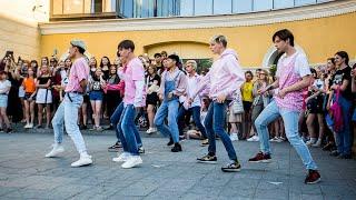 Новосибирцы станцевали под песни южнокорейской группы BTS