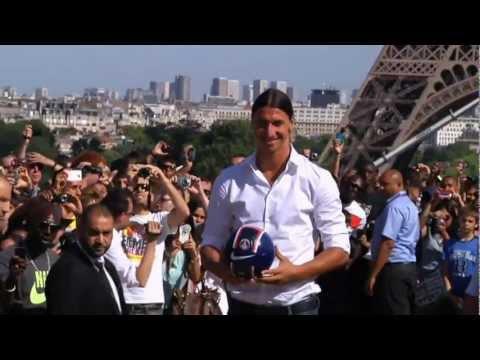 New PSG Star Ibrahimovic Visits Eiffel Tower