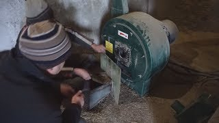 Как Вася учился комбикорм для кроликов делать у ФермаКа на ферме кроликов  кроликоферма