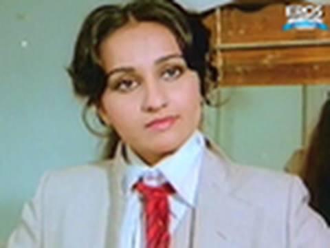 Reena Roy Undressing for Rajesh Khanna - Hum Dono thumbnail