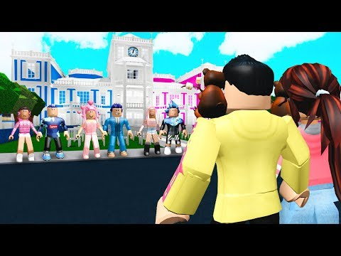 This Server Was COUPLES ONLY.. They Made Us HATE Single People! (Roblox Bloxburg)