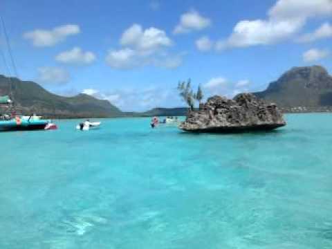 20100811 Mauritius, volcanic rock, speed boat trip to coconut island honeymoon