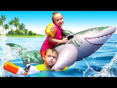 Весёлые игры онлайн - Плаваем и играем в бассейне! – Сборник видео про Школу Супергероев.