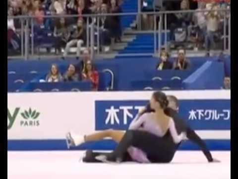 На чемпионате мира по фигурному катанию, проходящем в Ницце, все три российские пары фигуристов упали во время исполнения короткой програм