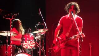 The White Stripes   I Fought Piranhas (Live Under Great White Northern Lights - Side 3)
