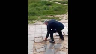VID 20160608 172541(Как воруют тротуарную плитку в Калуге., 2016-06-08T14:39:42.000Z)