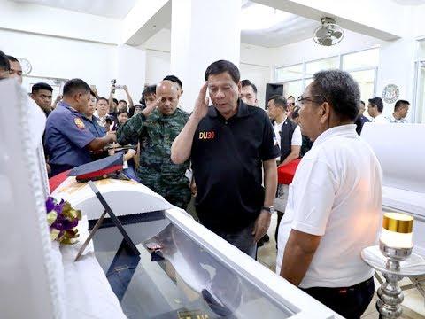 Pamilya ng 6 pulis na nasawi sa pananambang sa Guihulngan City, binisita ni Pres. Duterte