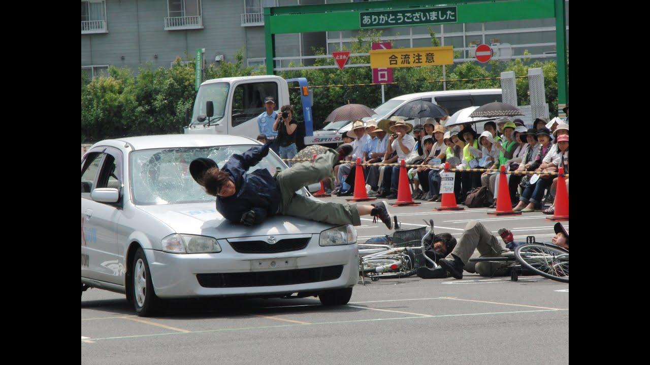 スタントマンの交通事故再現教室...