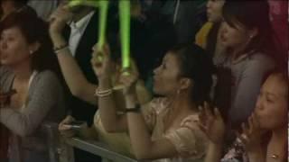 24 - Julia 王力宏 Wang Leehom Heroes Of Earth Concert DVD