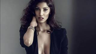 Bollywood Actresses Topless showing Cleavage