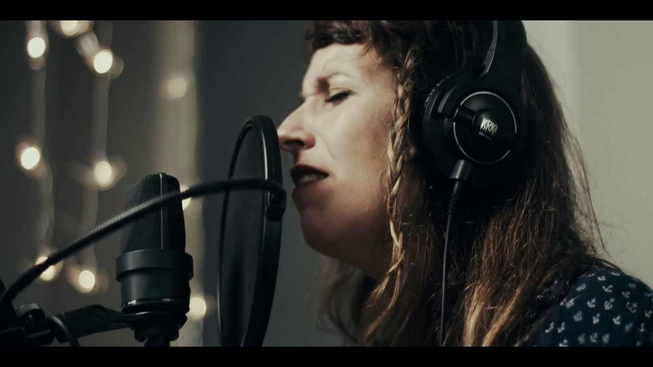 Pilar McCarthy - N E Ó N (Live in Dippel Studios,NL)