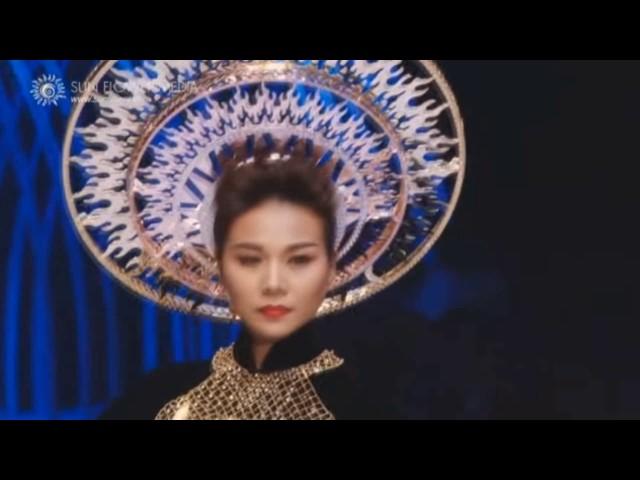 VietNam's Next Top Model || Những màn Catwalk kiệt xuất của Host(Mentor).