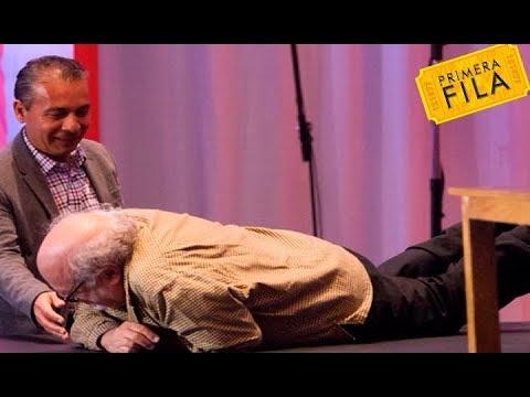 La cómica caída de Danny DeVito en México