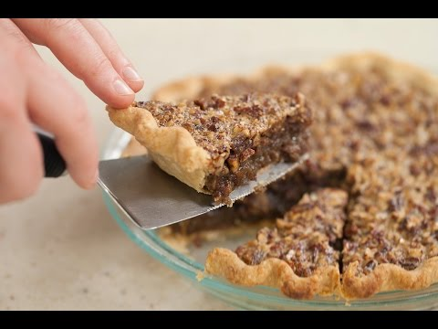 How To Slice The Perfect First Piece Of Pie Without Making A Mess | HuffPost Life