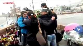 Драка на месте убийства Немцова попала на видео