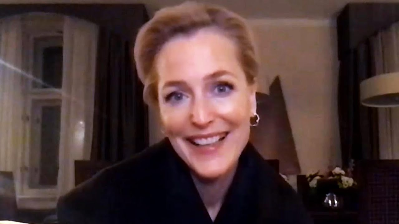 Download Gillian Anderson Reacts to Alec Baldwin Tweeting About Her 'Switching Accents' (Exclusive)