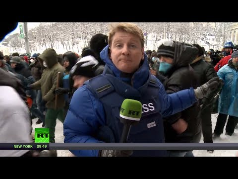 Kiev riot reload: RT reporters going live from frontline fury