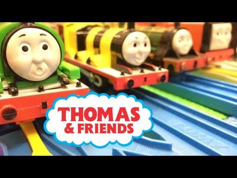 【treno giocattolo】Il trenino Thomas x 12 (00485 it)