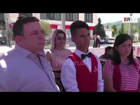 Rama viziton panairin e punes ne Berat