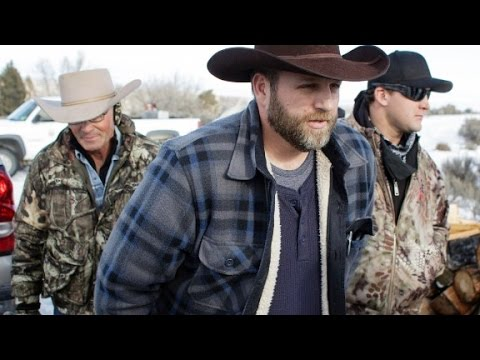 1 dead, 8 arrested in armed Oregon occupation