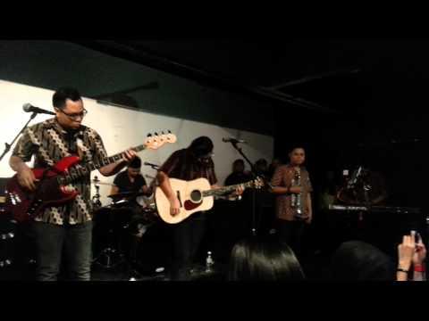 Noh Salleh - Angin Kencang (Live at Alt Hq)