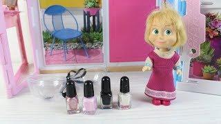 Barbie Masha ya Oyuncak Oje Hediye Alıyor Oyuncak Makyaj Seti
