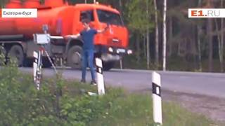 На Серовском тракте парень сломал камеру видеофиксации битой