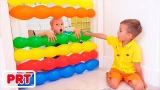 Vlad e Nikita brincam crianças brincam com balões