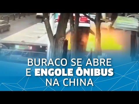 Buraco Se Abre E Engole ônibus Na China