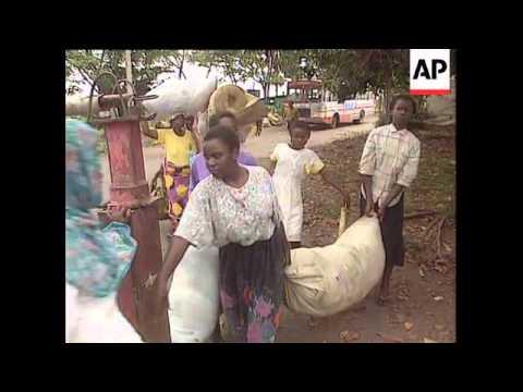 Zaire/Rwanda - Refugees flee camps