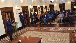 TUKIO ZIMA: Rais Magufuli akutana na Taifa Stars Ikulu, awapa 'vidonge vyao' (19/10/2018)