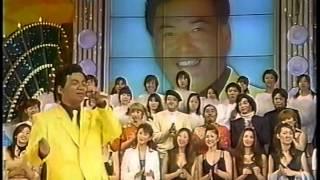 細川きよしさんのまねで高道さんが歌っています。