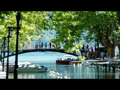Bonjour France 27 - La ville d'Annecy est une ville dans la Haute-Savoie.