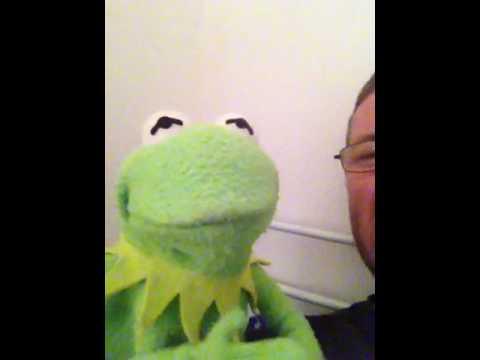 Kermit sings Aberdeen Fc song