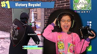MY 5 YEAR OLD LITTLE SISTER PLAYS FORTNITE FOR THE FIRST TIME!! (SISTER PLAYS LIKE NINJA!)