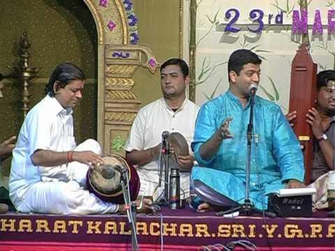 Sriram Parthasarathy singing  Super fast...Yaarukuthaan