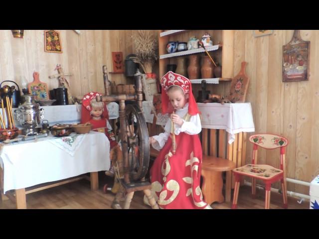 Изображение предпросмотра прочтения – ЕкатеринаШевченко представляет видеоролик кпроизведению «Петушок и бобовое зернышко» (Русский фольклор )