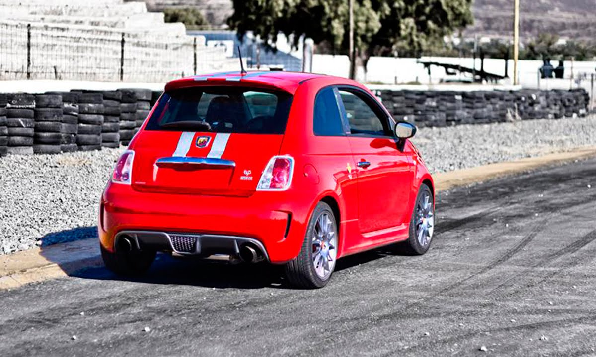 fiat 500 abarth 695 tributo ferrari a prueba autocosmos youtube. Black Bedroom Furniture Sets. Home Design Ideas