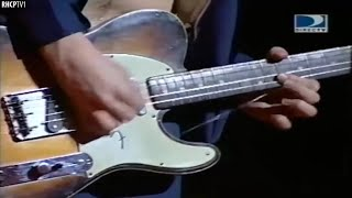 Guitar String Breaks, Not A Problem For John Frusciante!