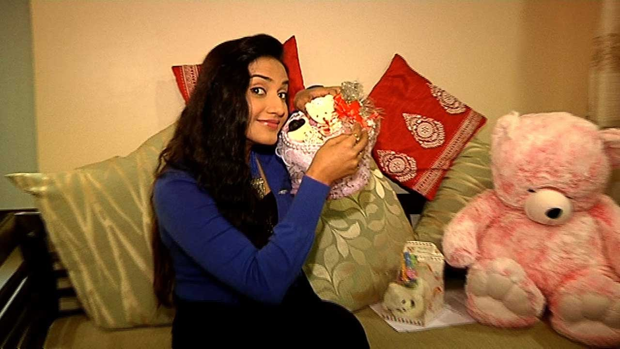 Rati Pandey Receives Birthday Gifts From Her Fans