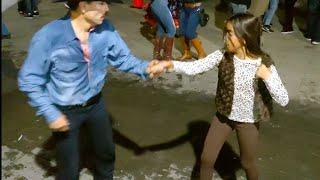 Gambar cover El Chapo y su hija en exclusiva para Chihuahua bailando en la plaza de armas