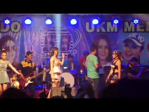Vita Alvia _ bisane mung nyawang (closing) live bali